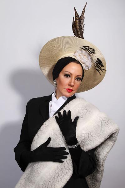 Sarah Gibson (Norma Desmond)