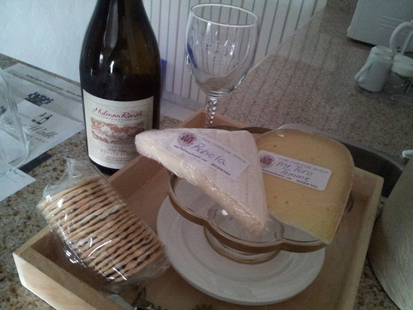 Monterey-Wine-and-cheese